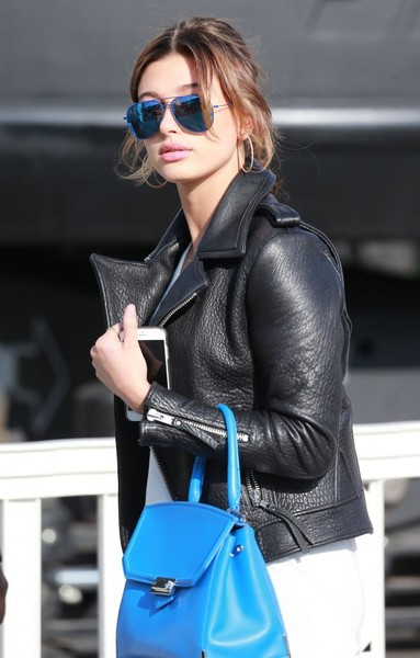 Hailey Bieber Aviator Sunglasses [leather,eyewear,clothing,jacket,leather jacket,street fashion,sunglasses,cobalt blue,electric blue,beauty,leather jacket,reality stars,hailey baldwin,kylie,kendall jenner,sisters,kendall kylie collection,california,topshop,debut,hailey rhode bieber,model,leather jacket,artist,fashion,art,zado leather jacket]