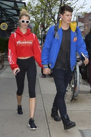 Hailey Clauson showed off her slim pins in a pair of capri leggings.