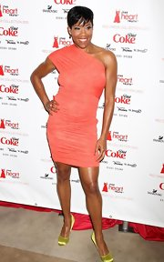 Regina King paired citron satin pumps with her coral dress for a color-blocked finish.