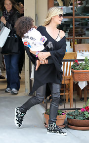 Heidi Klum stepped out for lunch in Brentwood wearing a boldly patterned pair of canvas lace-ups.