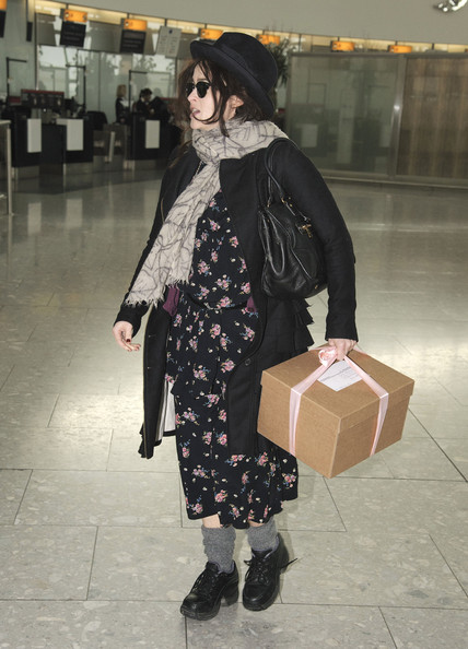 More Pics of Helena Bonham Carter Patterned Scarf (1 of 5) - Helena Bonham Carter Lookbook - StyleBistro