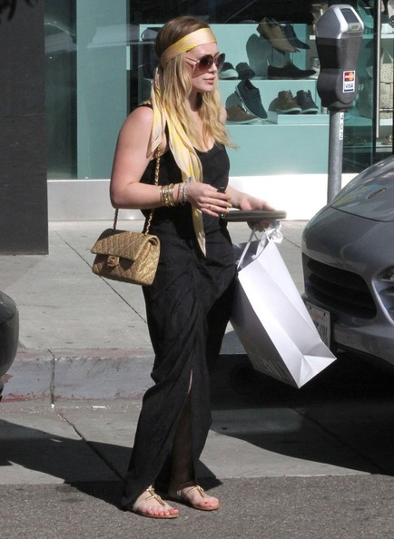 More Pics of Hilary Duff Chain Strap Bag (4 of 26) - Hilary Duff Lookbook - StyleBistro