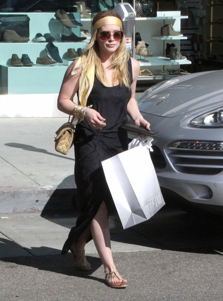 More Pics of Hilary Duff Chain Strap Bag (2 of 26) - Hilary Duff Lookbook - StyleBistro