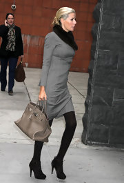Aviva Drescher completed her fall-inspired get up with a pair of suede ankle-booties.