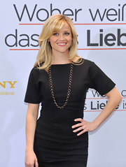 Reese Witherspoon added some interest to her look with a gold and black long necklace.
