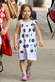Ava Jackman looked oh-so-adorable in a blue-and-white polka-dot dress.