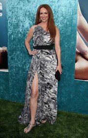 Rebecca showed off her high-slight evening dress while hitting the Hung premiere in LA.