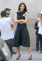 Pointy black Mary Jane pumps finished off Irina Shayk's look.