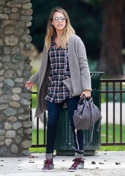 Jessica Alba topped off her ensemble with a gray Kooba Jessie backpack.