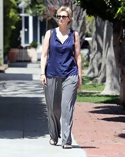 Jane opted for an easy, relaxed look when she sported a dark blue sleeveless blosue with a wide-leg pants.