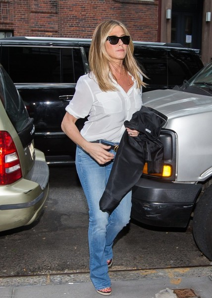 e29a702be25e More Pics of Jennifer Aniston Quilted Leather Bag (8 of 32) - Jennifer  Aniston Lookbook - StyleBistro