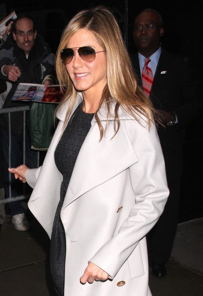 More Pics of Jennifer Aniston Aviator Sunglasses (1 of 5) - Jennifer Aniston Lookbook - StyleBistro