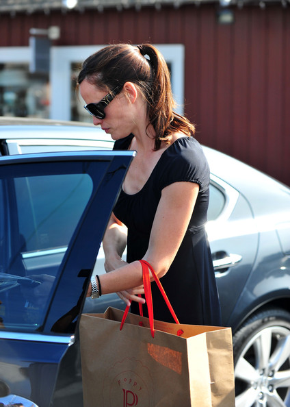 More Pics of Jennifer Garner Rectangular Sunglasses (1 of 20) - Jennifer Garner Lookbook - StyleBistro