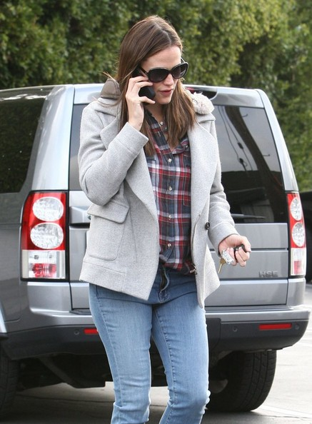 More Pics of Jennifer Garner Button Down Shirt (1 of 6) - Jennifer Garner Lookbook - StyleBistro