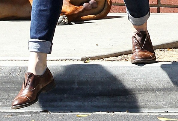 More Pics of Jennifer Garner Leather Slip On Shoes (1 of 12) - Jennifer Garner Lookbook - StyleBistro