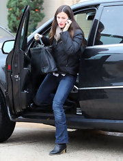 Jennifer Garner went shopping in a pair of black leather ankle boots with low thick heels.