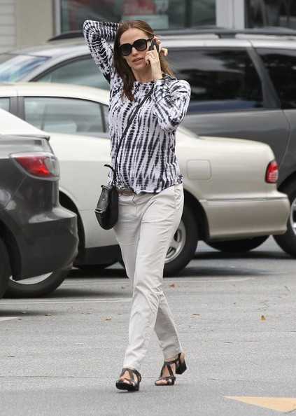 More Pics of Jennifer Garner Gladiator Sandals  (1 of 12) - Jennifer Garner Lookbook - StyleBistro