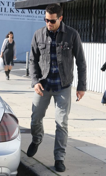 More Pics of Jesse Metcalfe Denim Jacket (1 of 14) - Denim Jacket Lookbook - StyleBistro