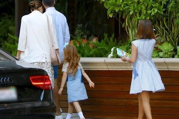 Jessica Alba Cash Warren Jessica Alba And Family Seen At The Four Seasons In Beverly Hills