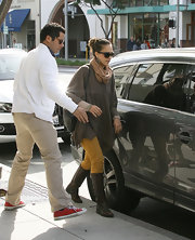 Jessica Alba was fall-weather chic in mustard-colored skinny jeans paired with brown leather boots.