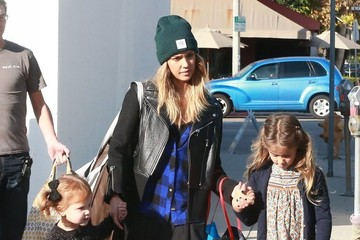 Jessica Alba Honor Warren Jessica Alba Takes Her Daughters Shopping
