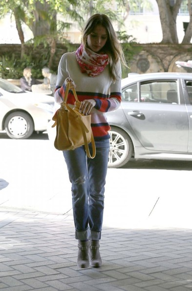 More Pics of Jessica Alba Patterned Scarf (1 of 9) - Jessica Alba Lookbook - StyleBistro