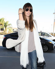 Jessica Biel looked sleek and stylish in these classic aviator sunglasses.
