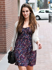 Jessica Lowndes kept her flirty style classic with a black leather chain strap purse.