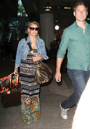 Jessica Simpson paired her maxi dress with designer travel bags.