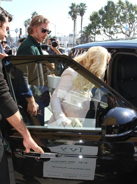 Jessica Simpson Leaving The Ivy 2