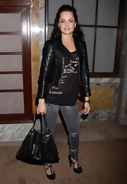 The actress toted a black snakeskin Kelly Locke handbag with stitched paneling and a single handle. This transitional handbag looks hot with her sexy ensemble.