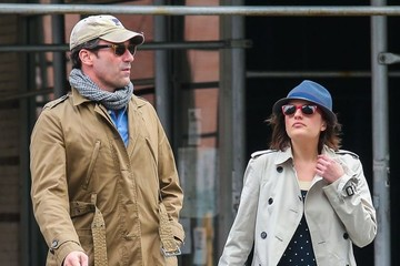 Jon Hamm Elisabeth Moss Jon Hamm & Elisabeth Moss Out For Coffee In New York