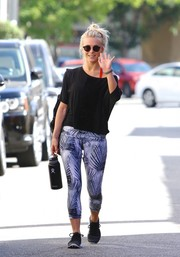 Julianne Hough paired her top with printed leggings by MPG.