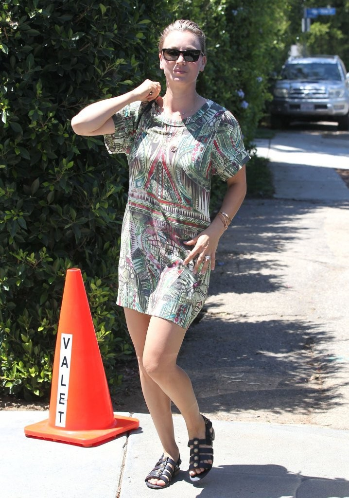 Kaley Cuoco Studded Sandals Kaley Cuoco Shoes Looks