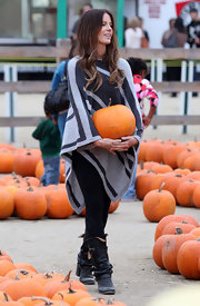Kate looks warm and stylish at the pumpkin patch in this geometric striped knee length shawl.