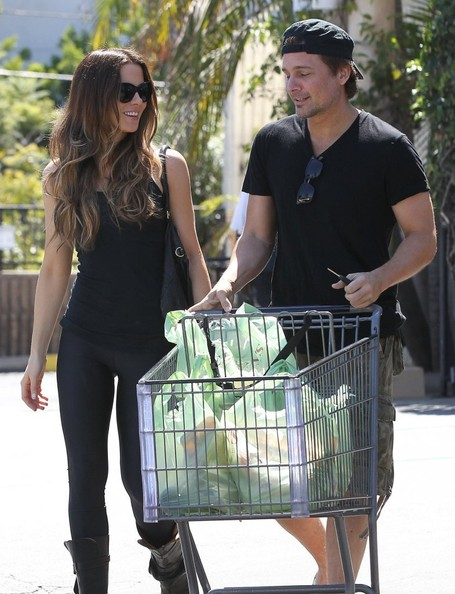 Kate Beckinsale and Len Wiseman Shop for Groceries