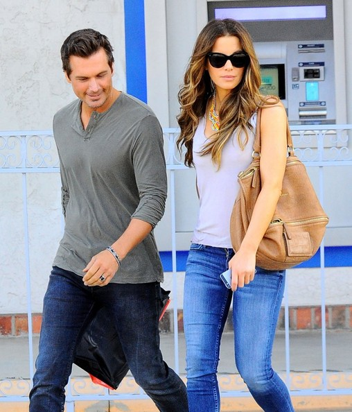 Kate Beckinsale & Len Wiseman Shopping In Santa Monica