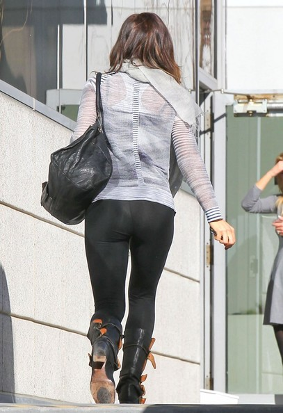 Kate Beckinsale Stops By A Medical Building