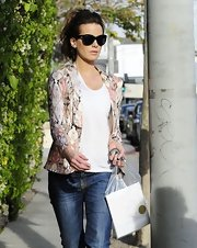 Kate Beckinsale looked cute and casual in this muted print blazer while out shopping on Melrose.