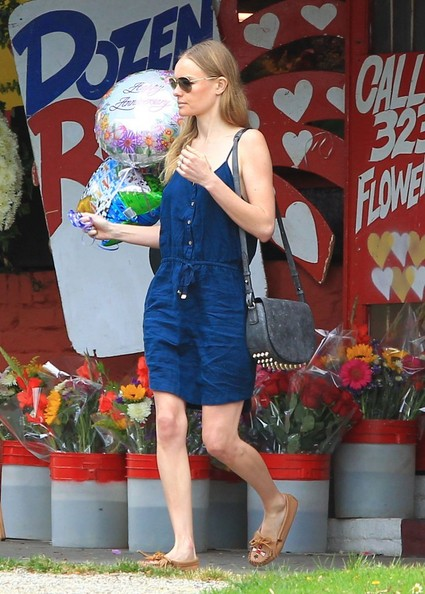 Kate Bosworth Buys Balloons in LA