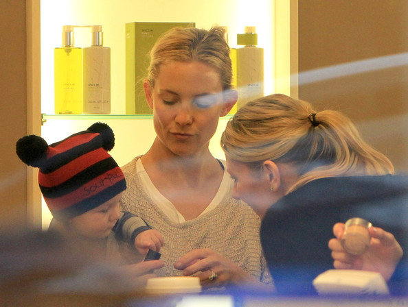 Kate Hudson Shops For Cosmetics With Bingham