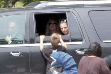 Kate Hudson Matt Bellamy Kate Hudson Visits Her Son's Lemonade Stand