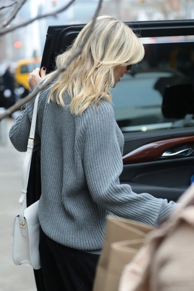 More Pics of Kate Hudson Capri Pants (2 of 6) - Kate Hudson Lookbook - StyleBistro []