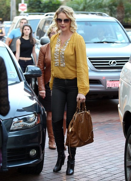 More Pics of Katherine Heigl Loose Blouse (1 of 67) - Katherine Heigl Lookbook - StyleBistro