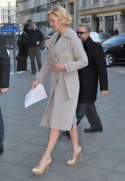 Katherine Heigl looked elegant in NYC in a ladylike taupe wool coat and champagne pumps.
