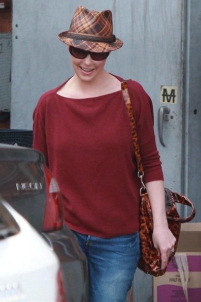 More Pics of Katherine Heigl Fedora (1 of 24) - Katherine Heigl Lookbook - StyleBistro