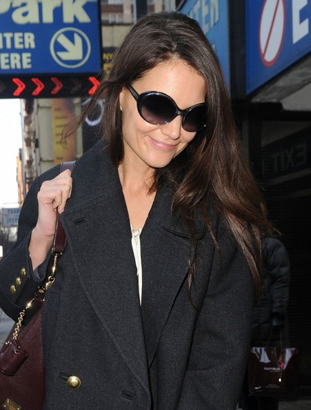 Katie Holmes Arrives For Her Last Performance Of 'Dead Accounts'