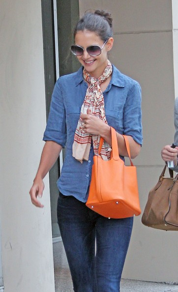 Katie Holmes Patterned Scarf []