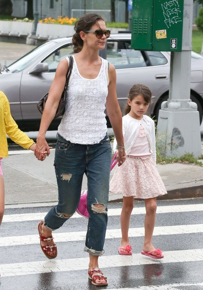 More Pics of Katie Holmes Boyfriend Jeans (1 of 14) - Katie Holmes Lookbook - StyleBistro