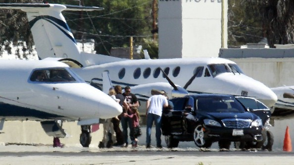Keith Urban Catches a Private Flight
